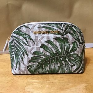 💎1 day sale💎Michael Kors Large Travel Poucb NWT